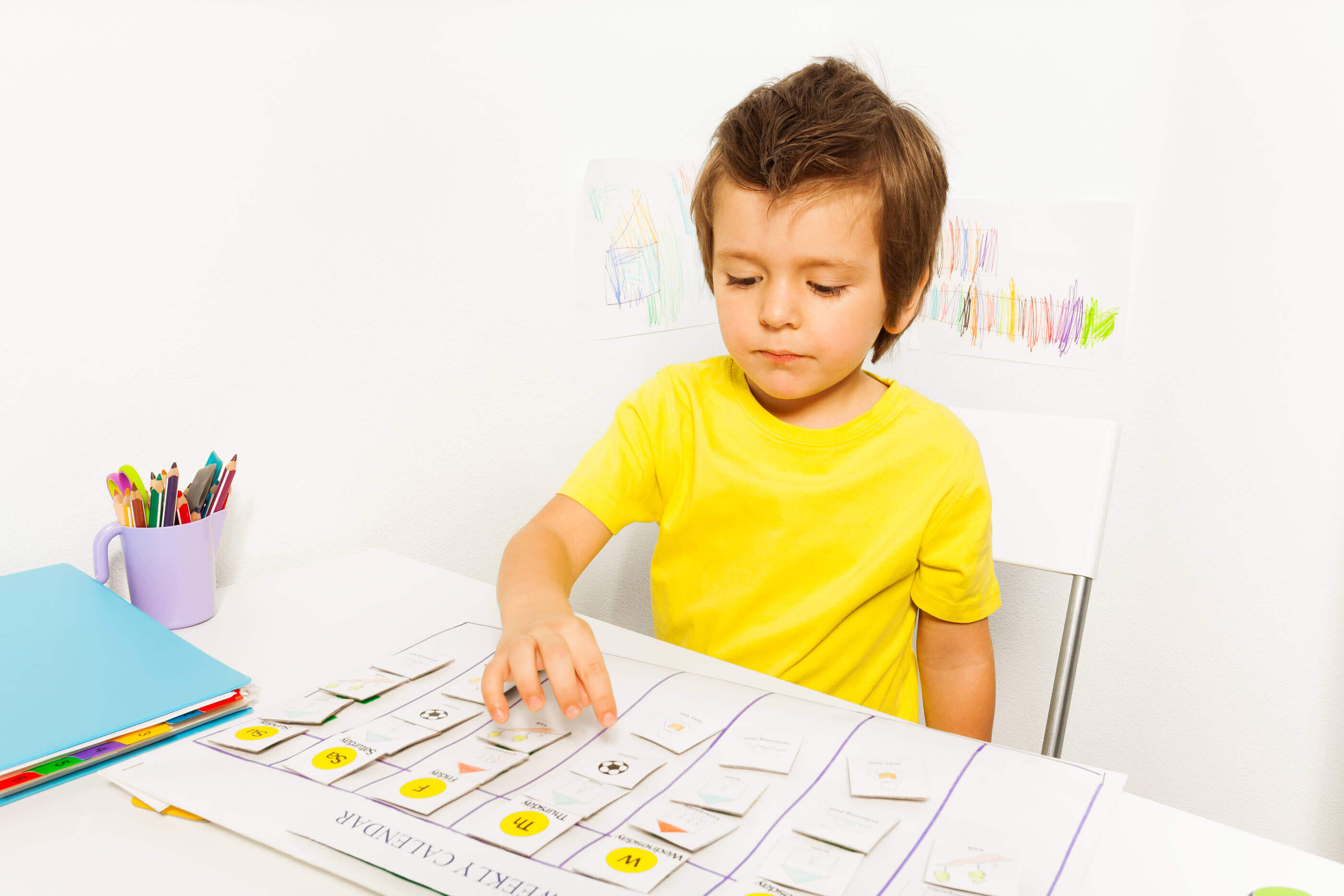 Boy-plays-in-developing-game-pointing-at-calendar (1)